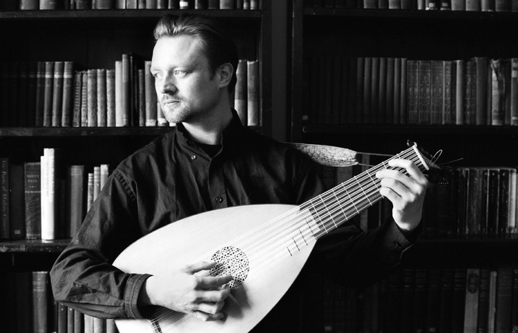 Scottish lutenist and guitarist James Akers is is a lecturer in early plucked strings at the Royal Conservatoire of Scotland.