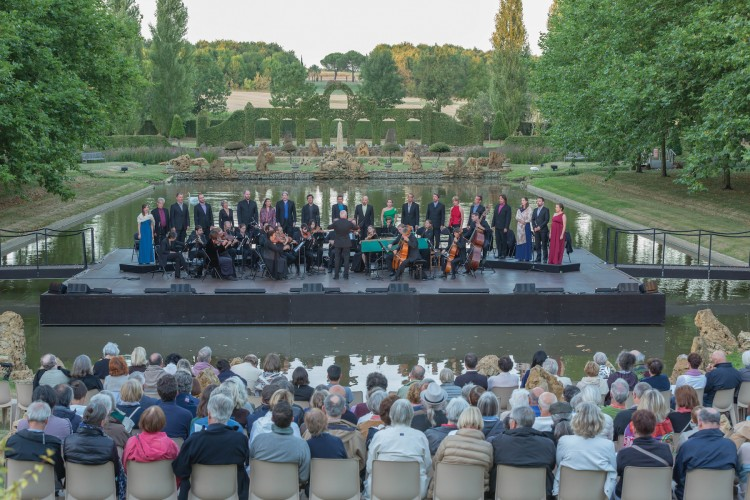 The opening-night concert of the festival was performed at the reflecting pool, with the musicians on a stage built over the water. Photo by Jay Qin