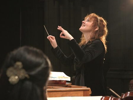 Jeannette Sorrell conducting Apollo's Fire in 'St. John Passion.'