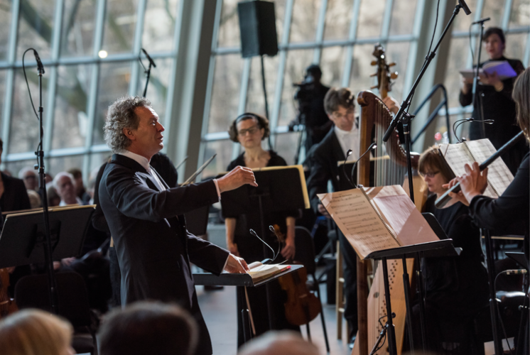 Harry Christophers leads the Handel and Haydn Society in Monteverdi's Vespers of 1610 in the Temple of Dendur at the Metropolitan Museum of Art. (Photo by Stephanie Berger)