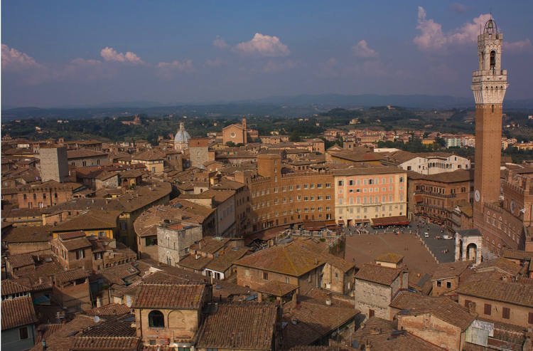The main place and Mangia Tower in Siena, Italy, where opera flourished in the 17th century. (Photo by Eulenjäger)