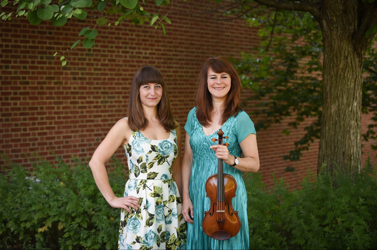 Fortepianist Sezi Seskir and violinist Lucy Russell are equal partners in Beethoven sonatas. Photo by Gordon Wenzel)