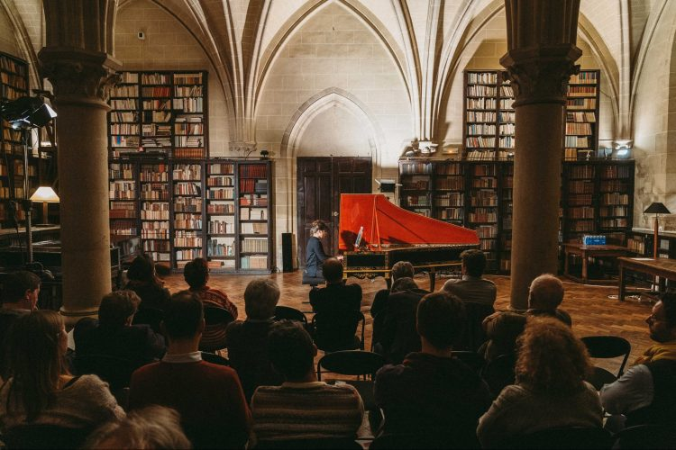 Europe And North America Shake Early Music Hands Online